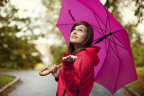 girl-pink-umbrella-looking-up