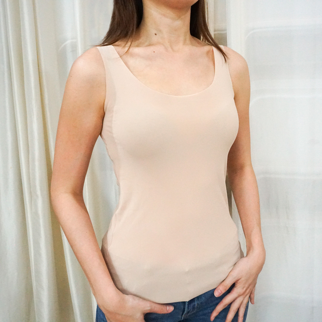 45536eb7fab4de Women AIRism Seamless Sleeveless Top. Similar to the Seamless Short Sleeve  T-Shirt, this comfy innerwear also provides a seamless structure that'll  save you ...